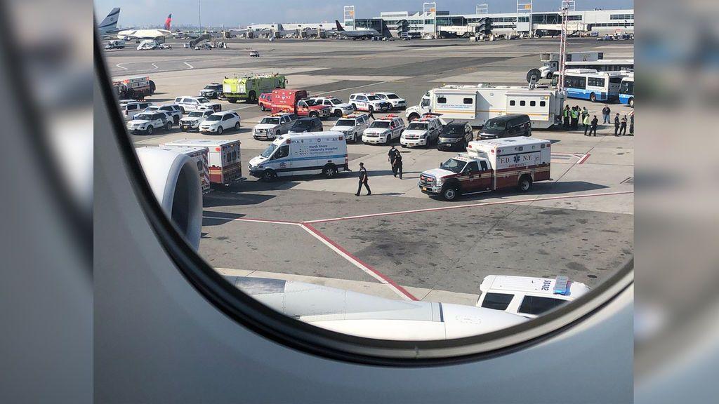 Un avión recién aterrizado en Nueva York, en cuarentena por fiebres altas de 100 pasajeros