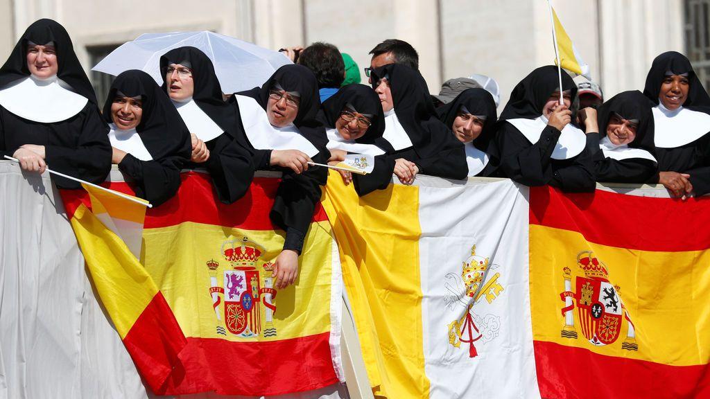 Público exaltado ante la presencia del Papa