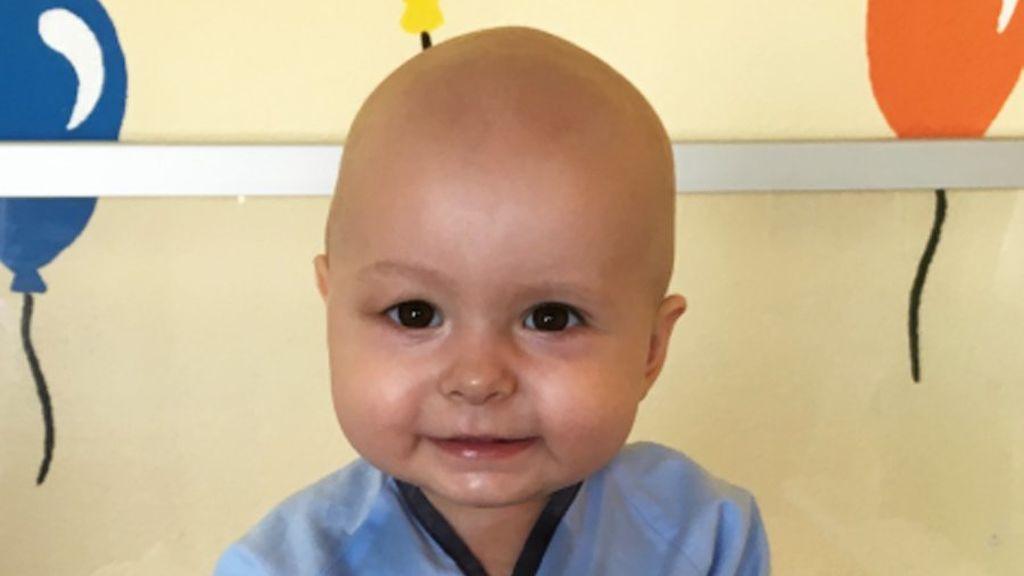 Cataleya, la bebé que 11 meses con leucemia que espera con una sonrisa un trasplante de médula