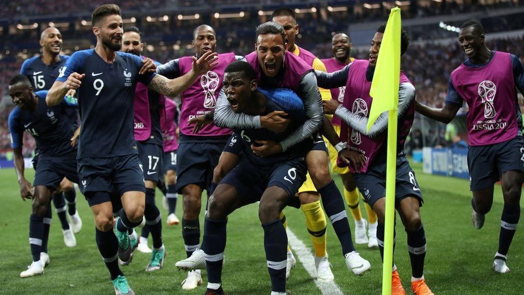 Los jugadores de la selección francesa celebran el gol de Paul Pogba ante Croacia en la final del Mundial de Rusia, el 15 de julio de 2018.