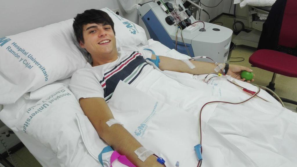 El hilo viral de Twitter en el que un joven anima a hacerse donante de médula ósea