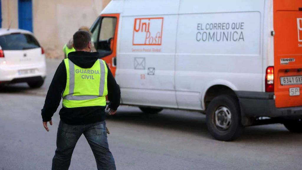 La  Guardia Civil intervino miles de tarjetas censales el 1-0 por el 'chivatazo' de un empleado de Unipost