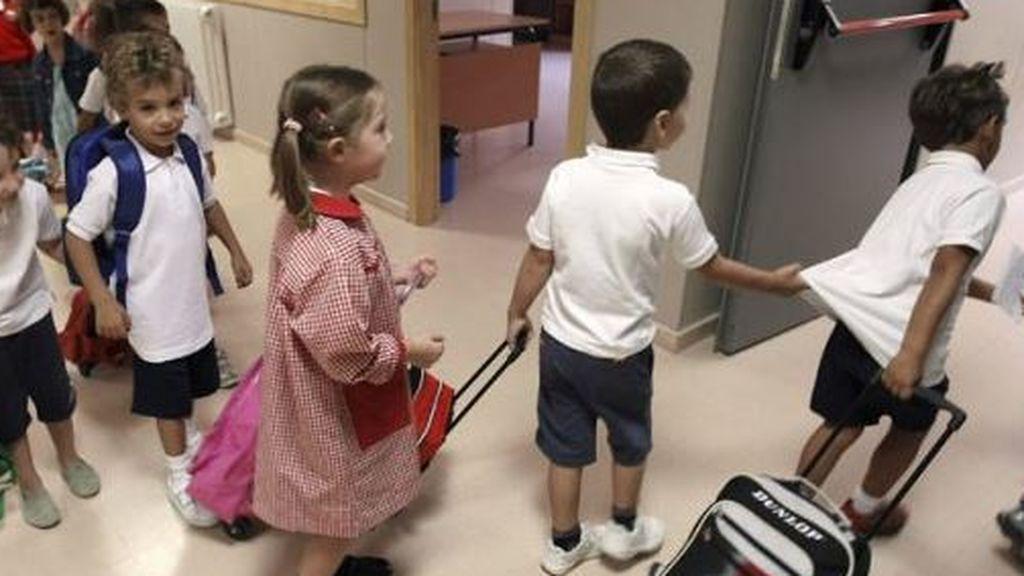 El carrito gana ya a la mochila entre los menores: cuatro de cada diez sufre dolores de espalda