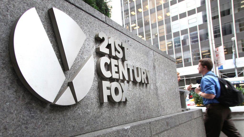 Placa situada en el edificio de 21st Century Fox en Nueva York (Estados Unidos).