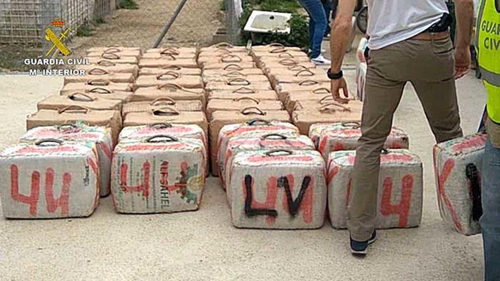 Incautan en Cádiz 6.120 kilos de hachís a unos narcos que secuestraron y torturaron a un joven