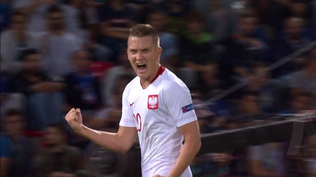 Lewandowski aprovecha un error clamoroso defensivo y le sirve en bandeja el gol a Zielinski (1-0)