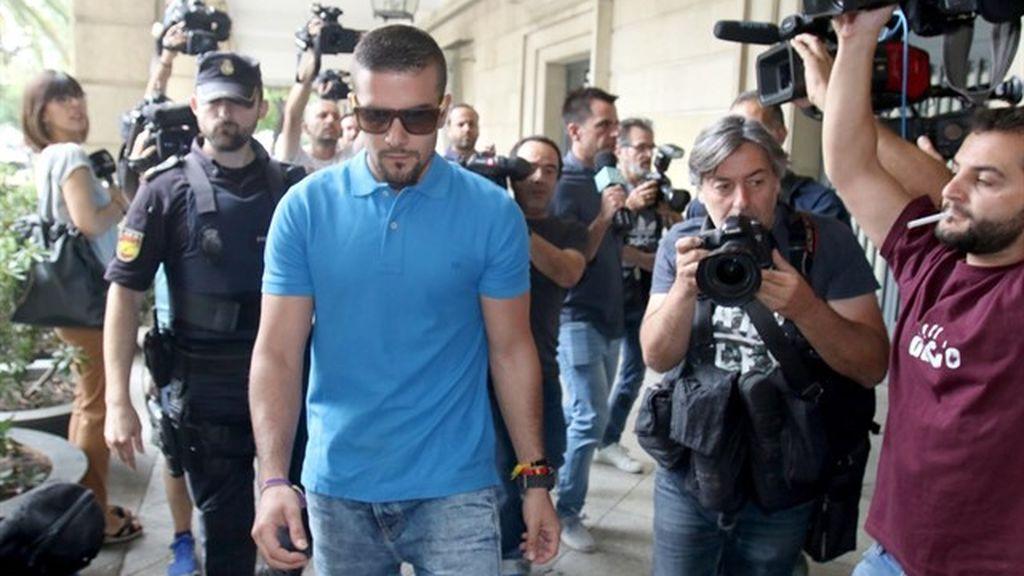 Ángel Boza, miembro de La Manada, procesado por el hurto de las gafas de sol