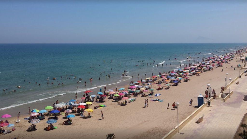 Dos heridos por la caída de un rayo en una playa de Valencia