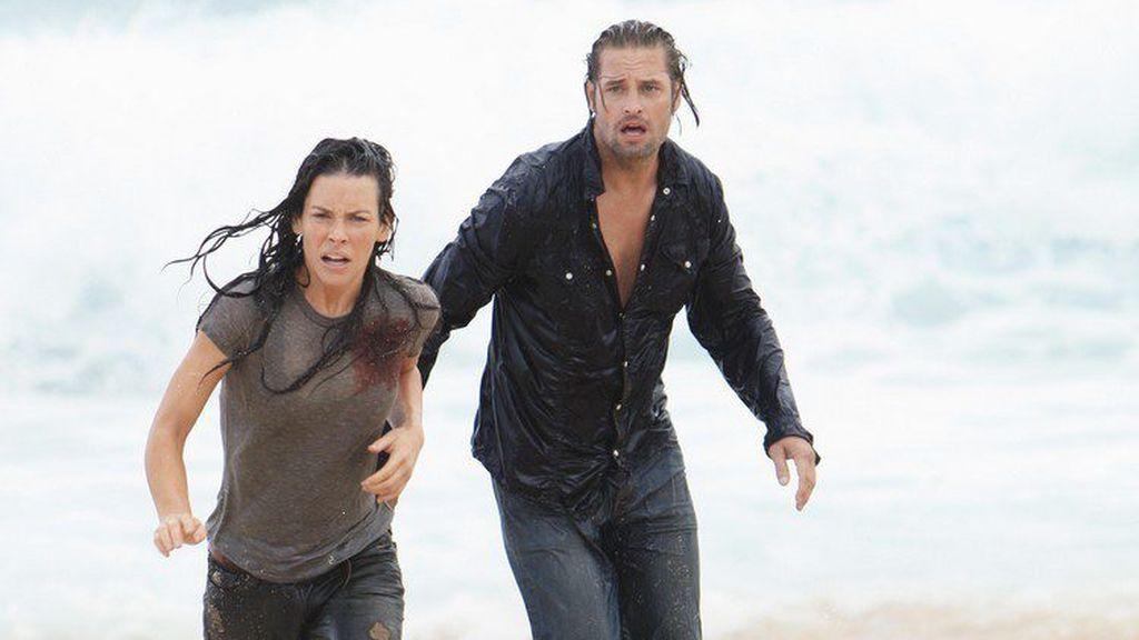 Evangeline Lilly (Kate) y Josh Holloway (Sawyer), en el episodio final de 'Perdidos', que ABC emitió el 23 de mayo de 2010.