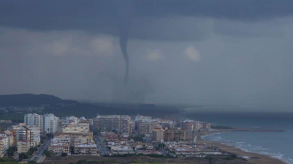 Tornado visible en La Mata, Comunidad Valenciana