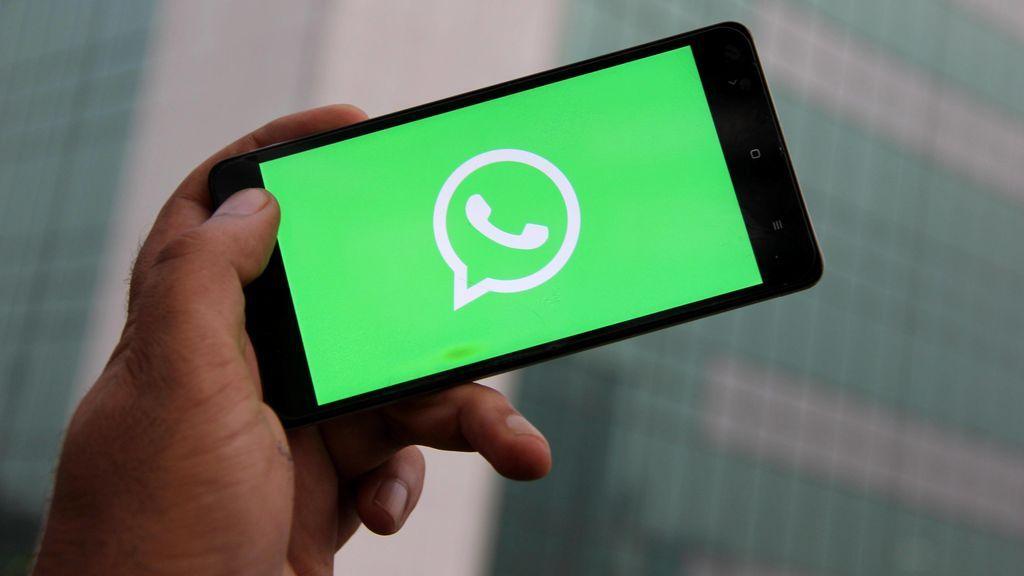 Un hombre demanda al administrador de un grupo de Whatsapp por recibir demasiados mensajes molestos