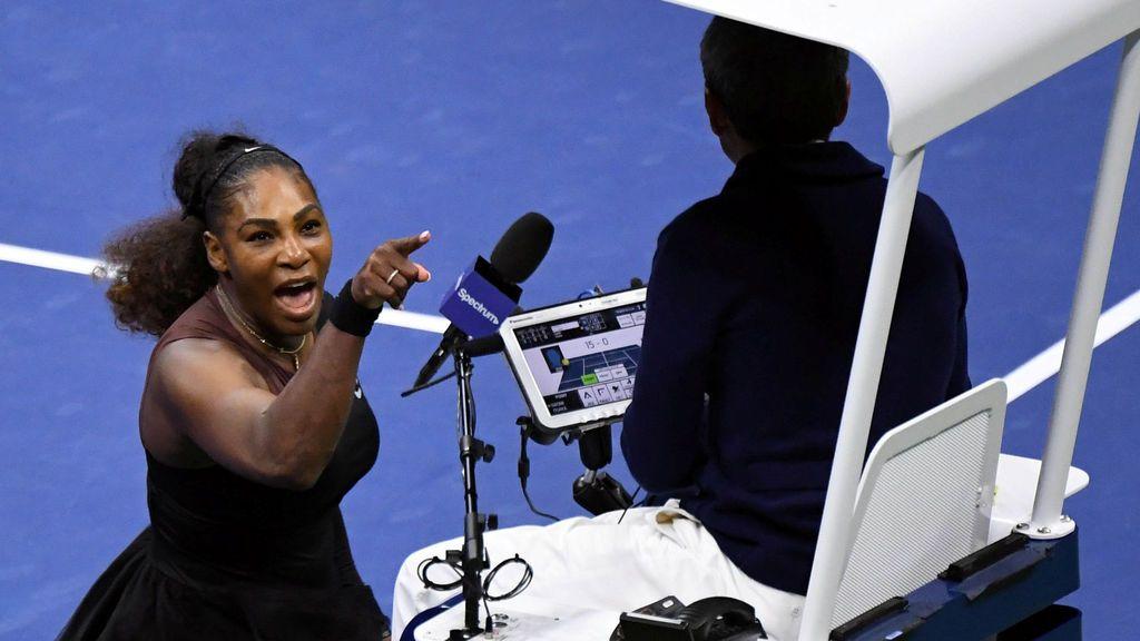 Monumental enfado de Serena Williams con el juez de silla