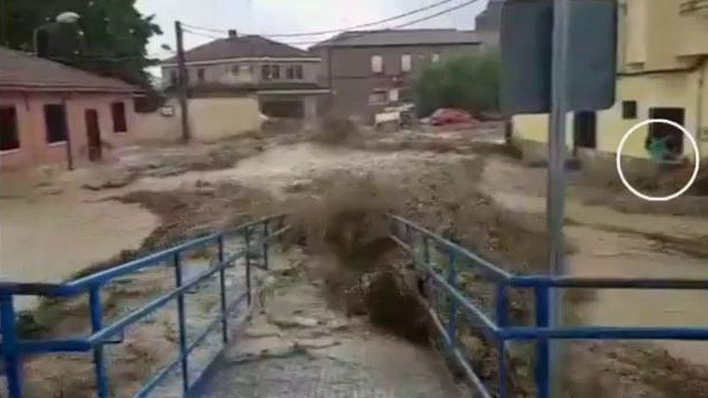 """El escalofriante testimonio de una vecina tras la riada de Cebolla: """"Estuve media hora agarrada a una reja"""""""