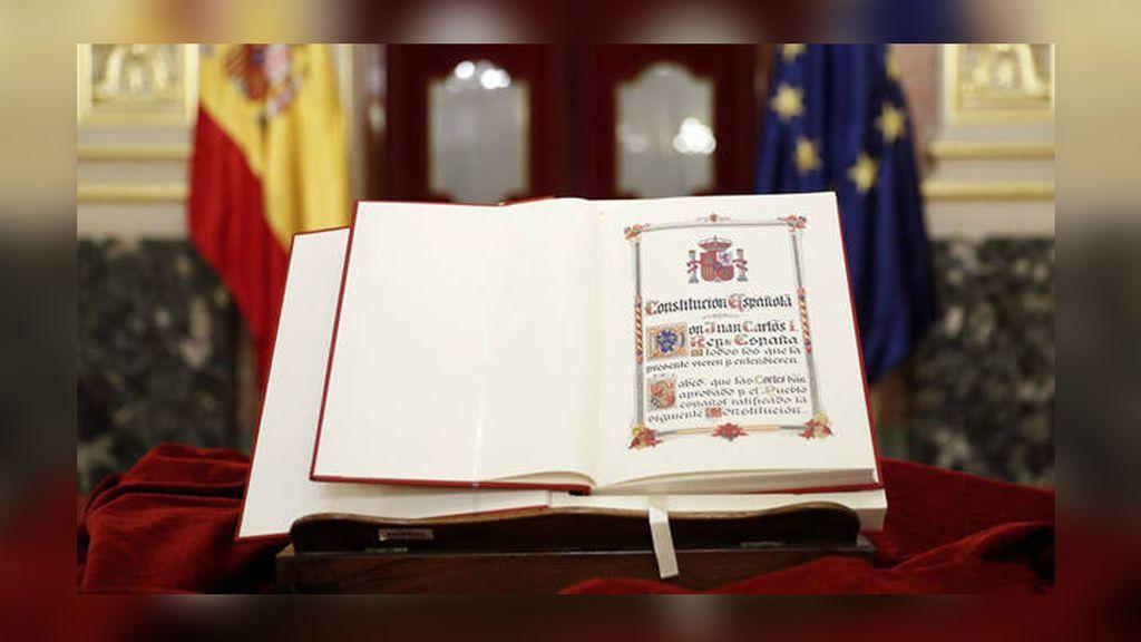 Pierde la nacionalidad porque no puede jurar la Constitución al no saber español