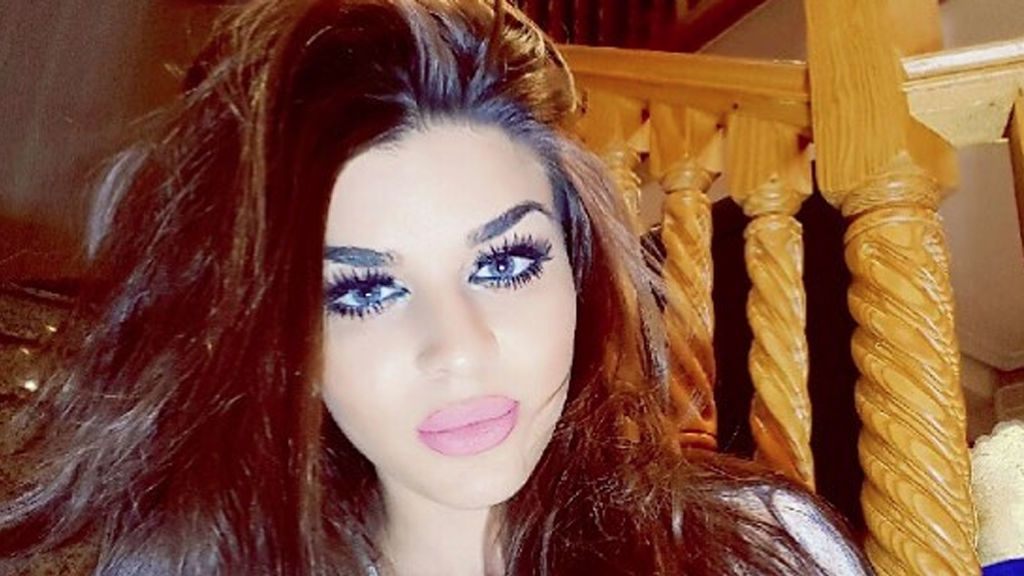 La Rebe dice adiós a su melena y sorprende con un exótico 'look' a lo Kardashian