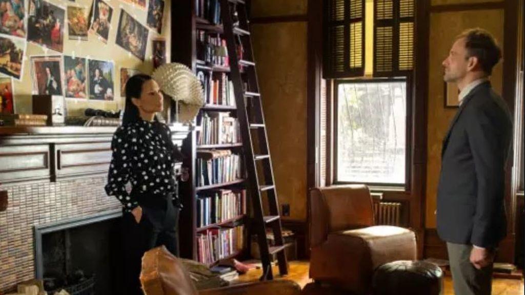 Lucy Liu y Jonny Lee Miller son la doctora Joan Watson y Sherlock Holmes en la serie 'Elementary'.