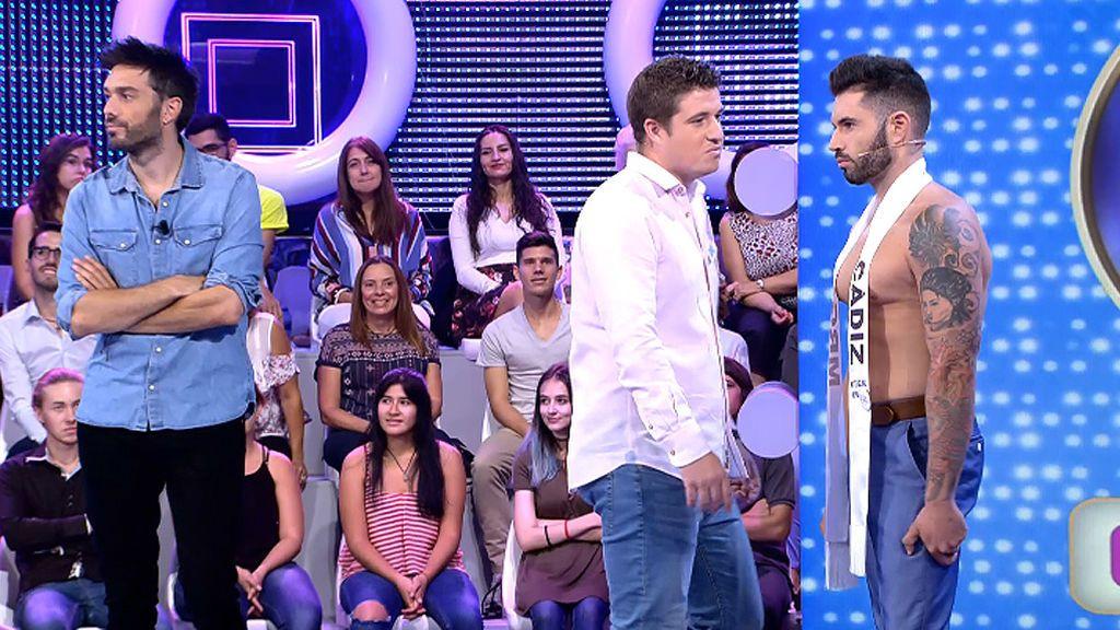 Ni mirando sus manos ni sus ojos: Mrg. Cádiz logra despistar a Silvia y Rafa