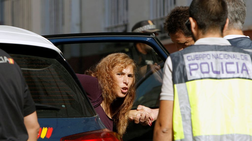 24.000 euros y muchos muebles, las sorpresas que encontró la policía en el registro de la casa de la 'viuda negra' de Alicante