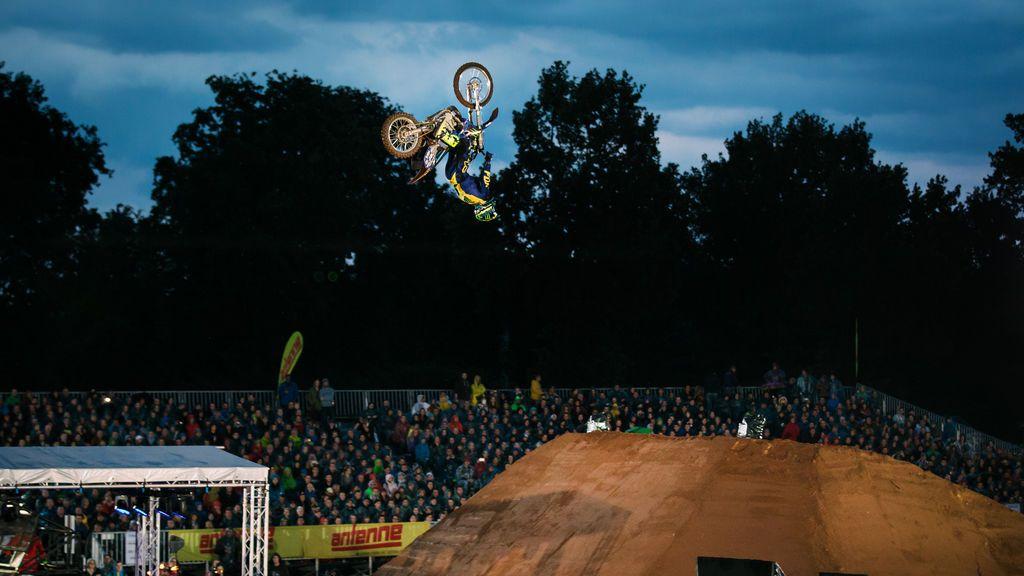 El motocross se da cita en Navacerrada en un campeonato solidario
