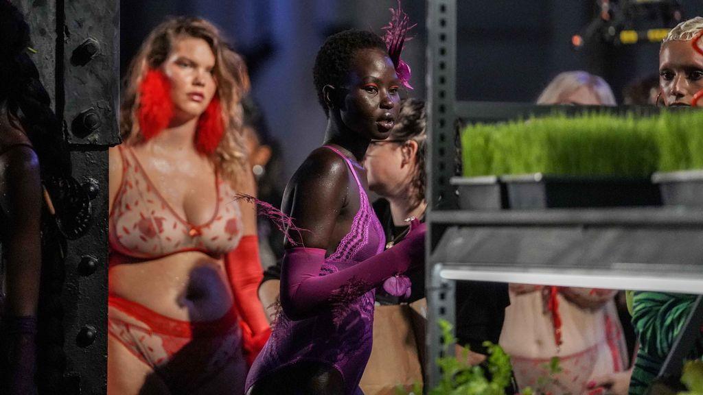 Rihanna Exhibe Lencería Sexi Para Mujeres Con Curvas En
