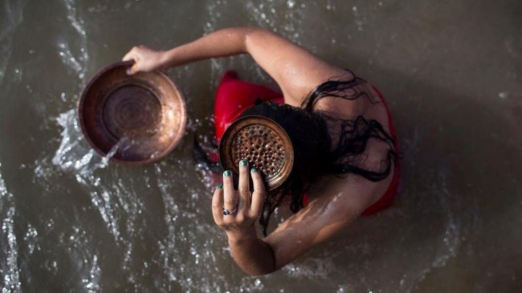 Ritual del baño sagrado en Nepal