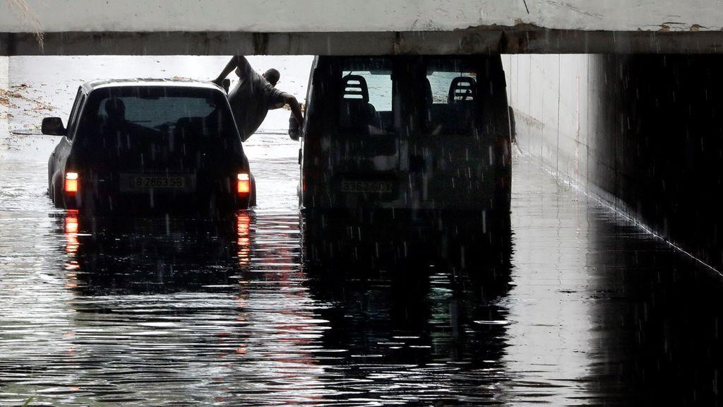 Las trombas de agua por la gota fría sorprenden a conductores e inundan vías