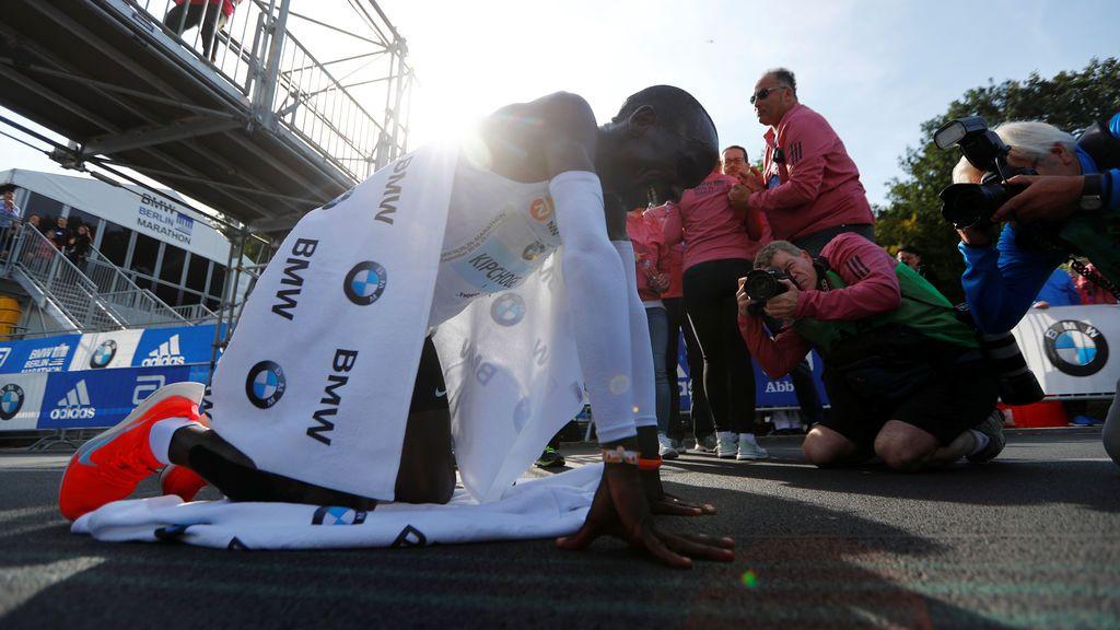 Eliud Kipchoge destroza el récord mundial de maratón en Berlín