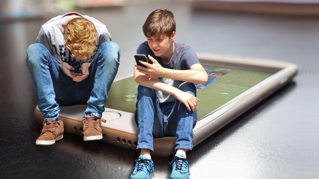 Los colegios deberían prohibir el uso del móvil, según un experto
