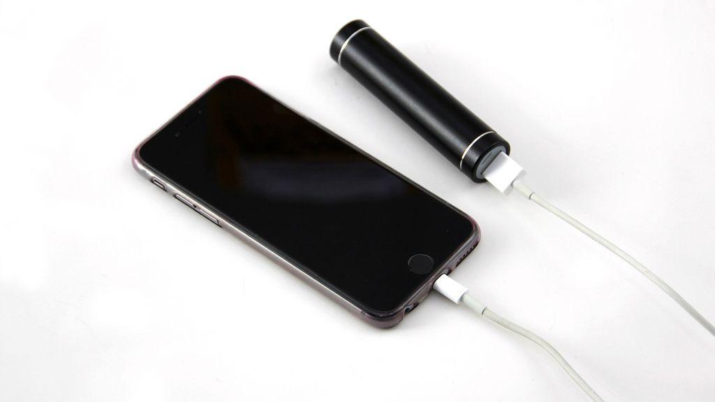 Demanda a la empresa fabricante de un móvil cuya batería explotó en la mano de su hijo de 10 años
