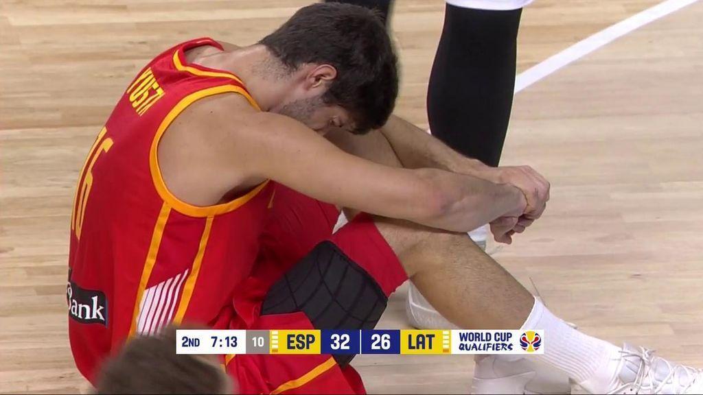 ¡Qué dolor! Santi Yusta se dobla el tobillo en la lucha por un rebote