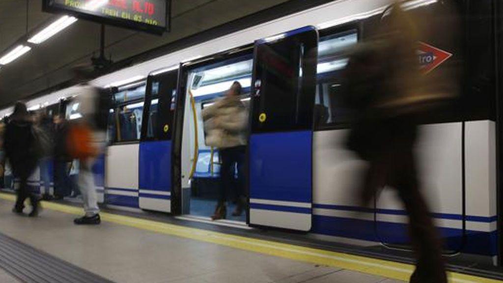 Incidente en el Metro de Madrid al explotar el portátil a un viajero