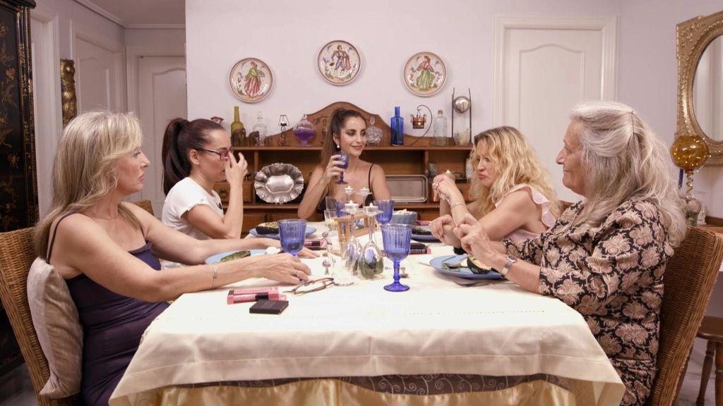 Cinco sevillanas compiten en 'Ven a cenar conmigo'.