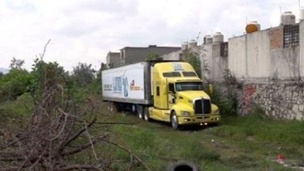 Hallan un camión abandonado con 157 cadáveres en estado de descomposición en México