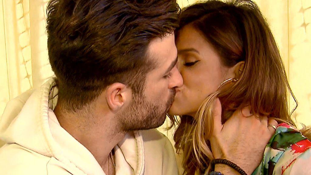 Cita Marina y Pereira: clase de geografía con beso incluido