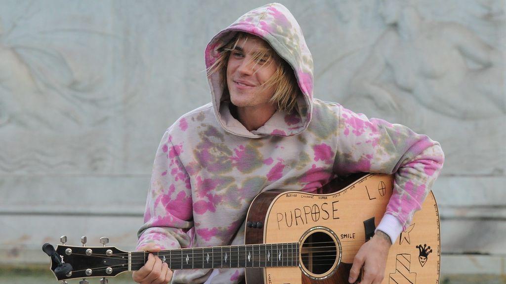 Bieber, trovador callejero en Buckingham Palace para conquistar a su chica