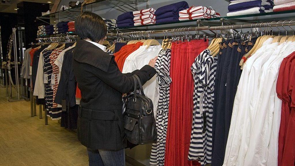 """Los pequeños comercios y empresarios de Castilla y León ponen en duda la propuesta de cobrar por probarse ropa: """"No es la solución definitiva"""""""