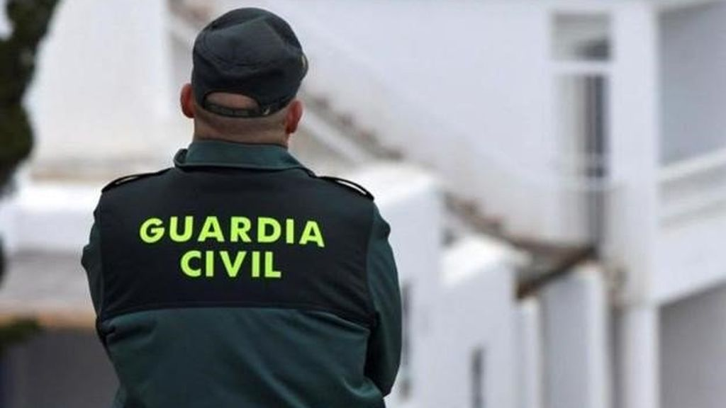 Una mujer, detenida tras supuestamente apuñalar con un arma blanca a su pareja