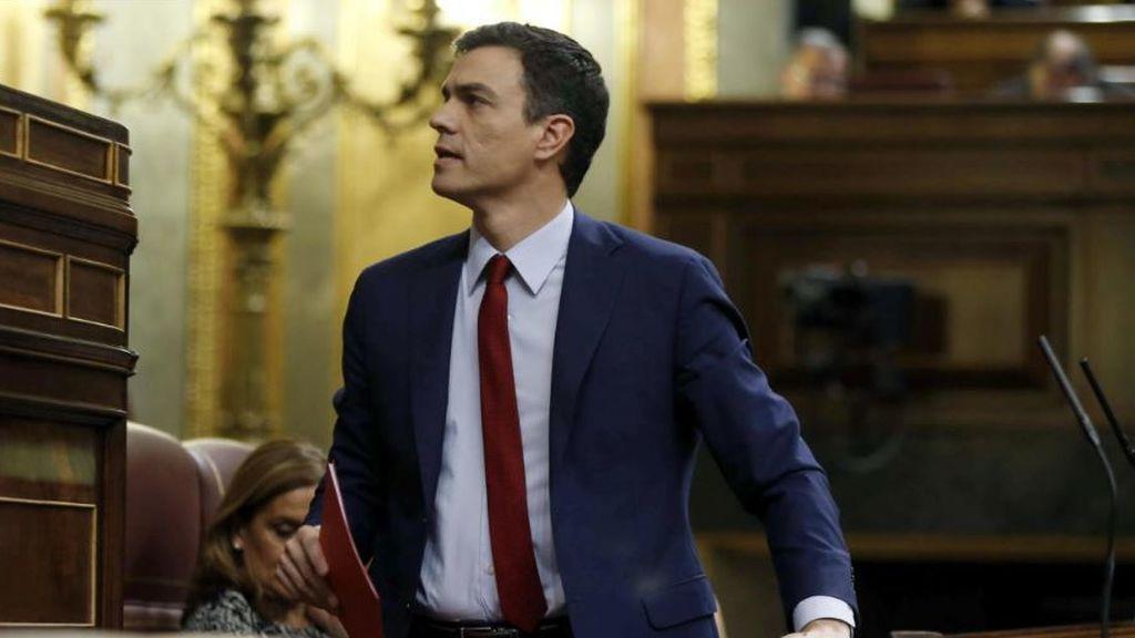 Sánchez apaga un fuego tras otro para intentar lograr presupuestos y la oposición estalla