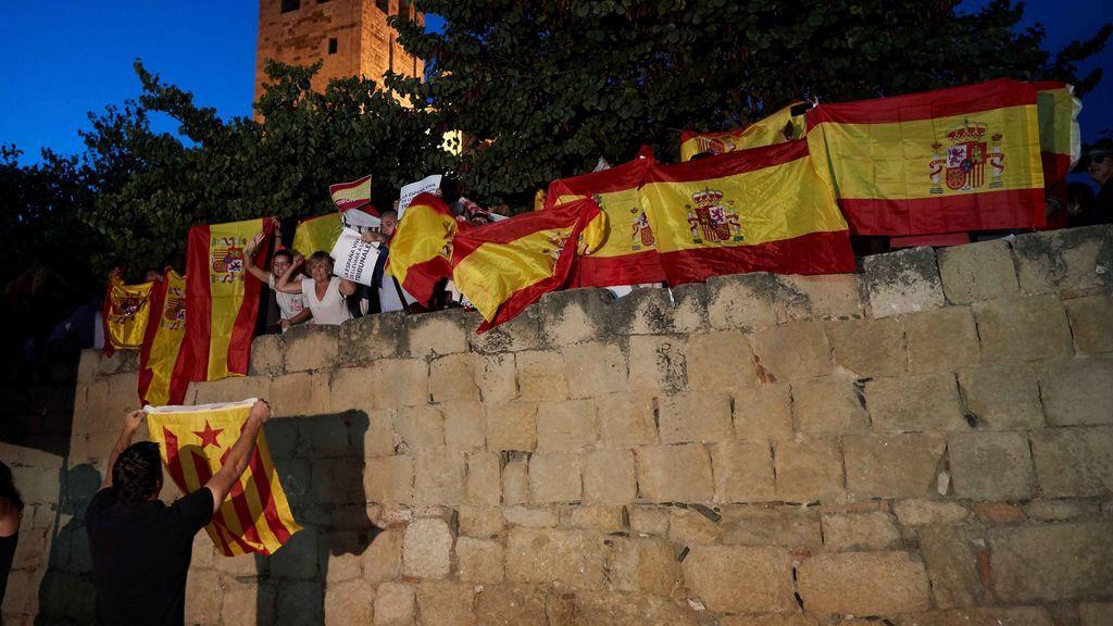 Destrozan la placa de la renombrada plaza 1 de octubre de San Cugat del Vallés