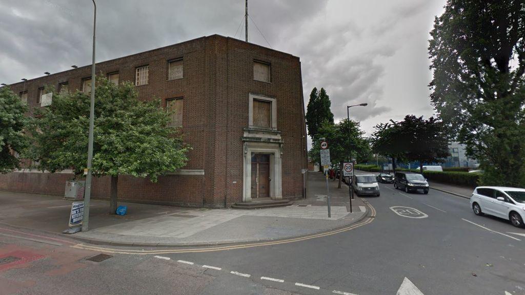 Tres heridos por un atropello supuestamente intencionado junto a una mezquita de Londres