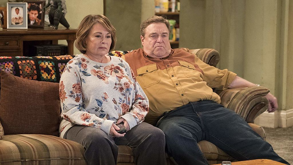Roseanne Barr y John Goodman, protagonistas de 'Roseanne'.