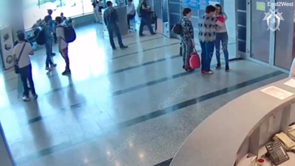 Captan a una mujer vendiendo a su bebé por 40 euros en el aeropuerto de Rusia