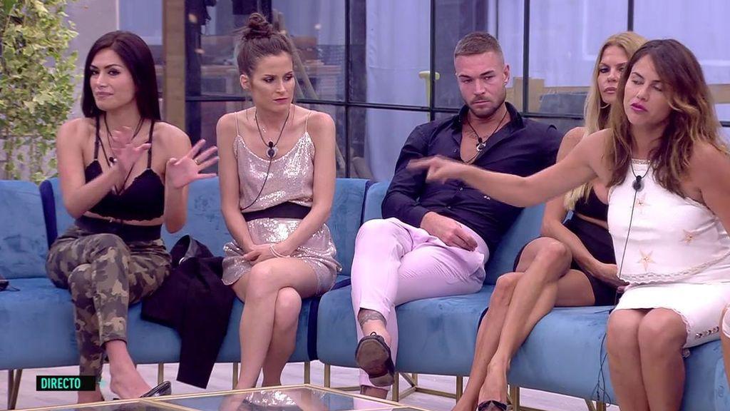 """Miriam planta cara a Mónica en directo: """"Es una metemierda, ya me da igual"""""""