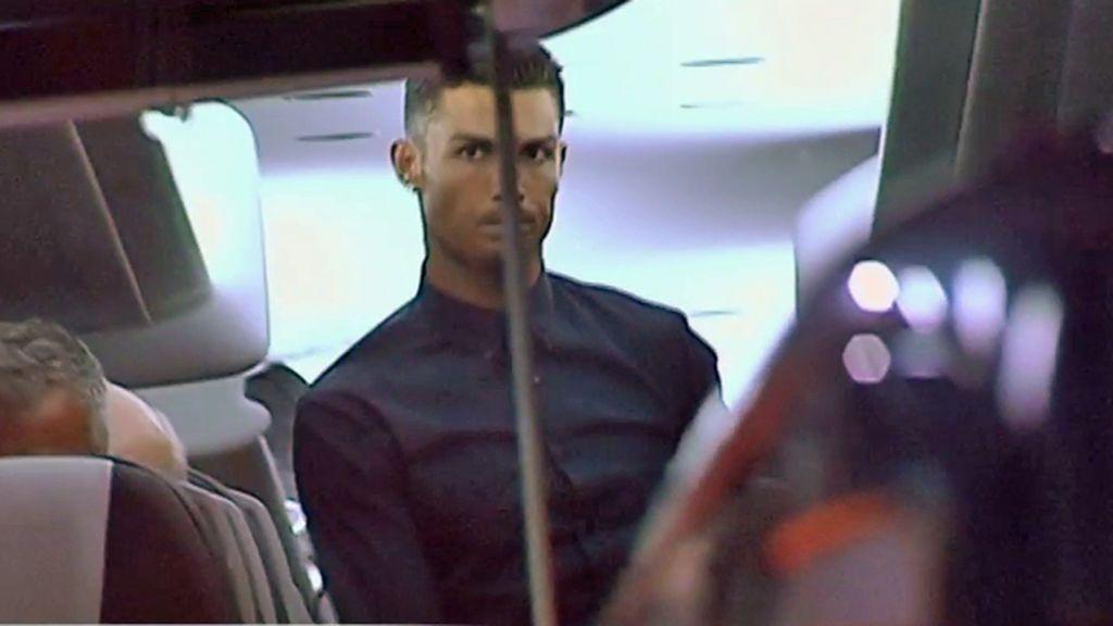 El mosqueo de Cristiano en el autobús de la Juve: así abandonó Valencia
