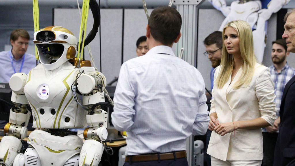 Ivanka Trump en apuros por el piropo de un astronauta en el centro de la NASA
