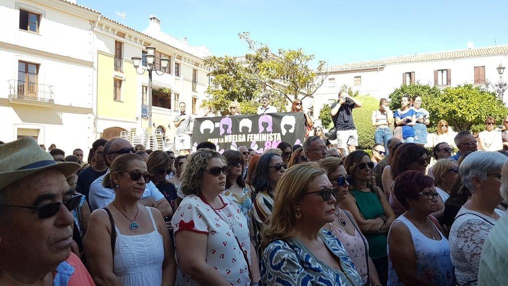 EuropaPress_1722840_ANDALUCÍA_-Jaén_-_Sucesos_-_Vecinos_de_Úbeda_muestran_con_una_concentración_su_repulsa_al_posible_crimen_machista