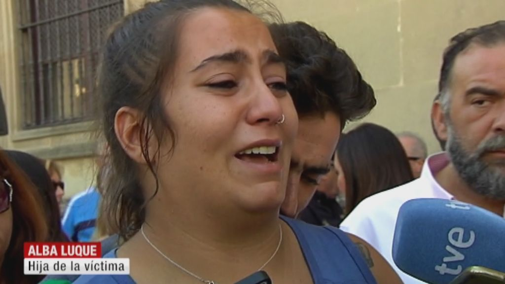"""Alba Luque, hija de María Ángeles, pide justicia:  """"Que se pudra en la cárcel o donde se tenga que pudrir, pero que se haga justicia"""""""
