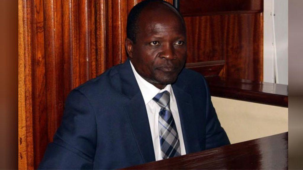 Un gobernador de Kenia es acusado de asesinar brutalmente a su amante embarazada