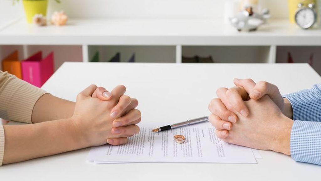 """Más de 100.000 parejas se dan el """"no quiero"""": ellas dan más el primer paso"""