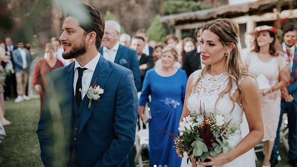 Manuel Carrasco y Almudena Navalon comparten el álbum de su boda: su hija fue la tercera gran protagonista
